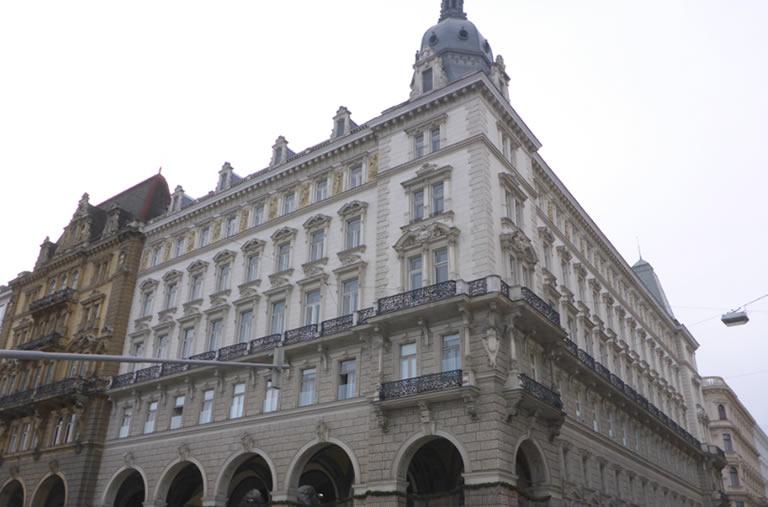 1rathausplatz4